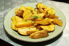 油煎的土豆用草本 库存照片