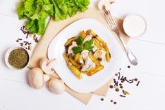 油煎的土豆用蘑菇小汤  图库摄影