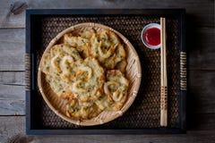 油煎的大虾油炸馅饼 库存图片