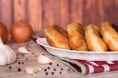 油煎的小馅饼用土豆 免版税库存照片