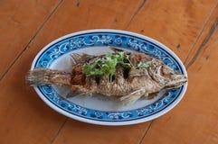 油煎的攫夺者鱼用鱼子酱 库存照片