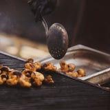 油煎的新鲜的蘑菇 库存照片