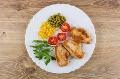 油煎的火鸡肉,绿色,蕃茄,甜玉米,绿豆 免版税库存图片