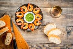 油煎的烤虾大虾用白葡萄酒 免版税库存照片