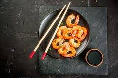 油煎的烤虾大虾用酱油 免版税库存图片