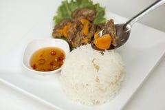 油煎的猪肉用在米的鸡蛋 免版税库存图片