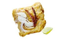 油煎的腌制鱼用切片青葱和辣椒涂鸡蛋 库存图片