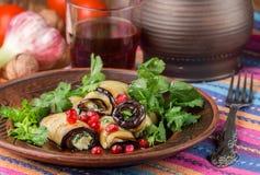 油煎的茄子劳斯与乳酪、大蒜、香菜和石榴种子的 图库摄影