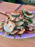 油煎的菜夏南瓜,在传统德国啤酒面团的茄子 免版税库存照片