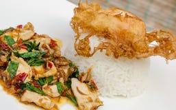 油煎的蓬蒿用猪肉和煎蛋 免版税库存图片