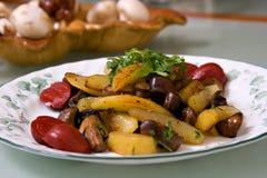 油煎的蘑菇土豆 免版税库存图片