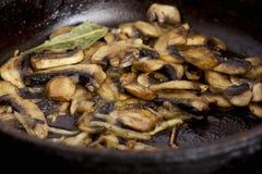 油煎的蘑菇 库存图片