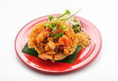油煎的虾和菜在酥脆大面包 免版税库存图片
