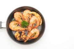 油煎的虾用大蒜和柠檬 免版税库存照片
