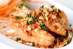 油煎的虾用大蒜和胡椒 库存照片