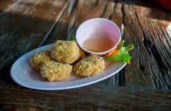 油煎的虾蛋糕,泰国街道食物`托德人kung ` 免版税库存图片