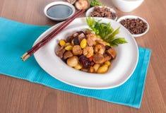 油煎的被分类的五种类中国坚果 免版税库存图片