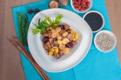 油煎的被分类的五种类中国坚果 免版税库存照片