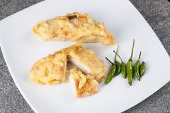 油煎的豆腐传统食物与鸟的Tahu Goreng注视辣椒 库存照片