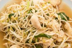油煎的豆芽混合豆腐 免版税库存图片