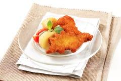 油煎的面包鱼用土豆 库存照片