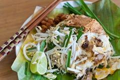 油煎的面条搅动泰国 库存图片
