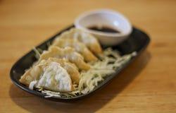 油煎的饺子或Gyoza 库存照片