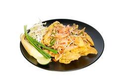 油煎的饺子用在padthai样式的虾 免版税库存照片