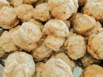 油煎的鱼丸特写镜头在呵叻街道食物3月的 图库摄影