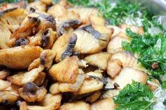 油煎的鱼和油煎的蓬蒿 免版税图库摄影