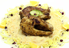 油煎的鱼用纯的土豆 免版税库存图片