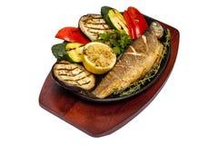 油煎的鱼用茄子和辣椒粉 免版税图库摄影