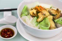 油煎的鱼米线汤 免版税库存图片
