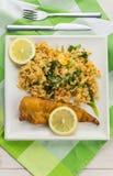 油煎的鳕鱼用柠檬和炒米 库存照片