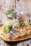 油煎的绿色平底锅沙拉鳟鱼 图库摄影