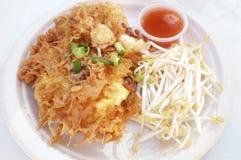 油煎酥脆淡菜、虾和乌贼用鸡蛋 库存照片