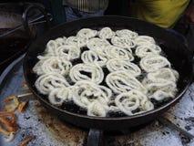油煎jalebis在班格洛,印度 库存照片
