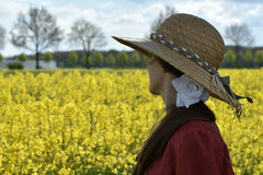 油菜领域的女孩 图库摄影