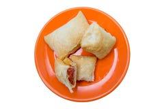 油酥点心开胃菜用从上面被看见的蒜味咸腊肠和乳酪 免版税库存图片