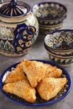 油酥点心用鸡肉, samosa,东方乌兹别克人烹调 库存照片