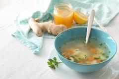 治疗流感的碗新鲜的自创汤 库存图片