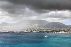 沿一个圣克里斯多福与尼维斯海岛的海岸线加勒比的 免版税库存照片