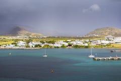 沿一个圣克里斯多福与尼维斯海岛的海岸线加勒比的 免版税图库摄影
