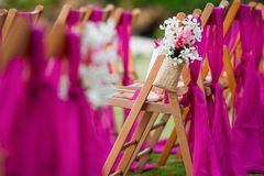 沿一个走道的花在婚礼 库存图片