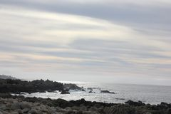 沿中国岩石, 17英里驱动,加利福尼亚,美国的海岸 免版税图库摄影