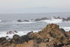 沿中国岩石, 17英里驱动,加利福尼亚,美国的海岸 免版税库存图片