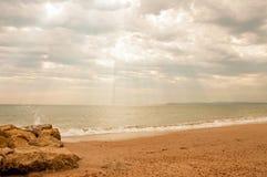 沿伯恩茅斯海滩的沿海场面在多西特 库存图片
