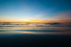 沿佐治亚海岸的日出与平稳的沙子 免版税库存图片