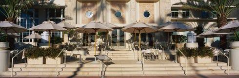 沿南海滩迈阿密主街上的室外咖啡馆  库存照片