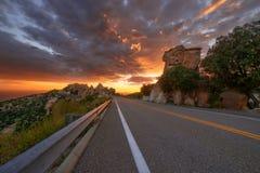 沿卡塔利娜高速公路的日落在Mt Lemmon在图森,亚利桑那 免版税库存照片